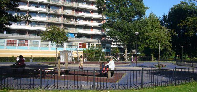 een stukje Amsterdam-Bijlmer tussen de flats Gooioord en Groeneveen